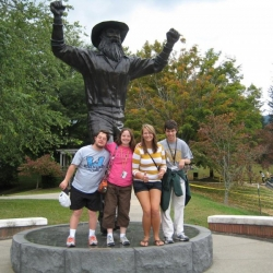 Students and the Yosef statue